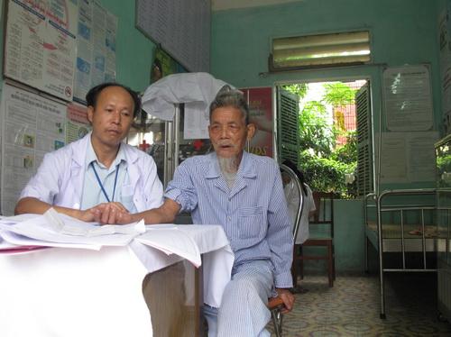 Lương y Nguyễn Đăng Thành khám bệnh