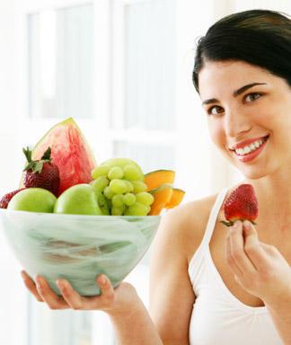 Uống nước và bổ sung rau quả