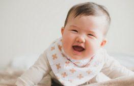 Trẻ 4 tháng tuổi – Sự Phát Triển và Chăm Sóc Trẻ