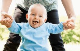Trẻ 10 tháng tuổi – Sự Phát Triển và Chăm Sóc Trẻ
